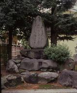駒蹄影園碑が当時を伝える