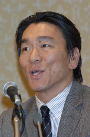 会見する松井選手(毎日新聞より)