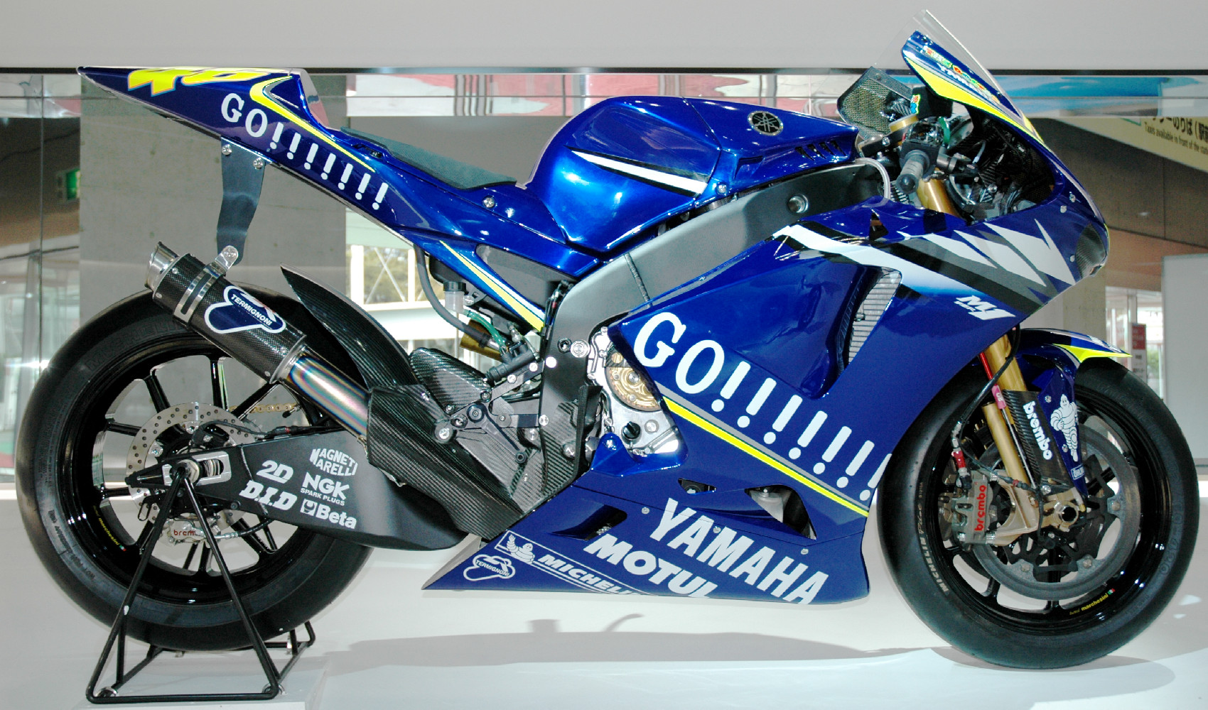 Yamaha m1 en valentino rossi op for Yamaha m1 for sale