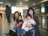 駅で記念写真