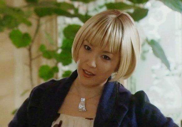 金髪の若村麻由美