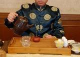 阿里山茶を茶壺で入れる