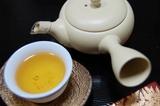 焙じる茶と急須