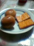 燻製卵とスモークチーズ