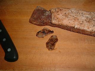 焼いた切れ端と豚バラ肉