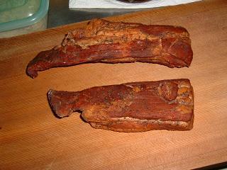 出来上がった豚バラ肉、いやベーコン!