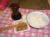 ご飯と卵と納豆とお醤油