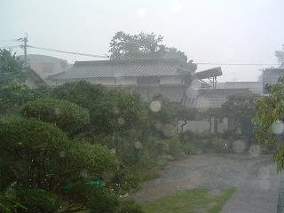 激しい雨2