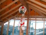 3小屋裏棟木下に幣串を飾っています。