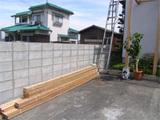 <br /> <br /> <br /> ブロック積み、木(レッドシダー)の外壁材
