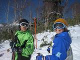 スキーをする息子