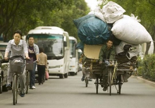 several_ways_to_transport_garbage_in_china_09