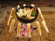 囲炉裏を囲んできりたんぽ鍋♪最高ですね☆