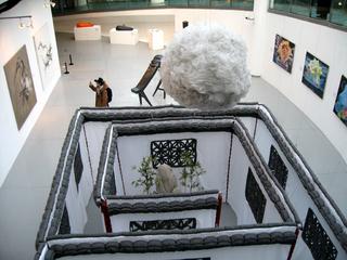 中国・上海 上海当代芸術館(MOCA)で開催中の左手右手