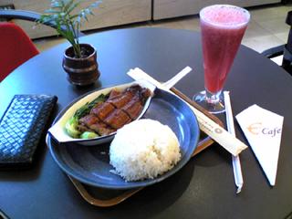 中国・上海 静安寺の上海国際貴都大飯店内カフェバー&レストラン「E cafe」