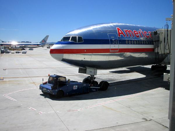成田発サンノゼ行き、アメリカン航空128便