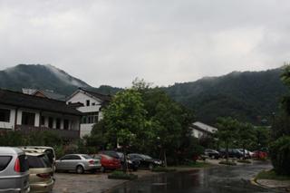 中国・上海から杭州までの列車の旅--龍井村