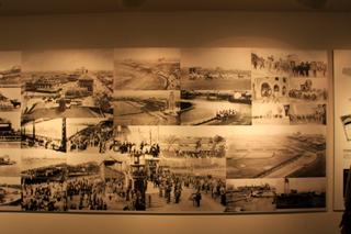 中国・上海美術館の2008第七届上海双年展(上海ビエンナーレ)