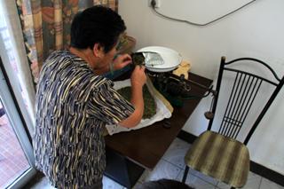 中国・上海から杭州までの列車の旅--龍井村の龍井茶