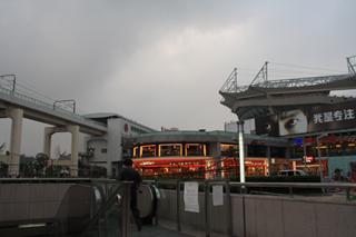 中国・上海の上海の地下鉄「虹口足球場駅」
