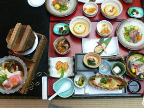土湯温泉「山水莊」の豪華な料理の写真