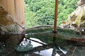 棚田形式の露天風呂 清潔で素朴な秘湯ムードも