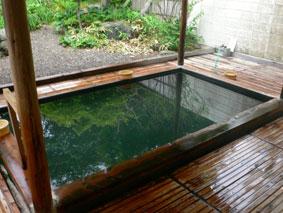 沼尻温泉「田村屋」の庭園がきれいな露天風呂