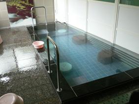 秘湯なのに湯岐温泉の清潔な浴槽