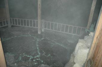 女湯との間が微妙な藤龍館の露天風呂。でも快適