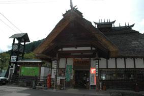 湯野上温泉駅の駅舎の写真