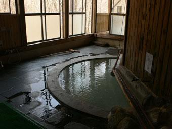 湯量豊富な沼尻温泉の内湯