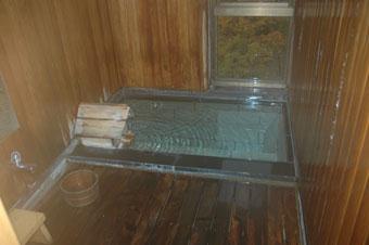湯野上温泉の源泉掛け流しの贅沢な内風呂
