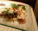 函館から届いた小さな手くびイカのポワレ、無農薬野菜のギリシャ風マリネと共に
