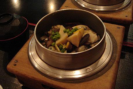 与志万 (銀座) 牡蠣釜飯に間に合いました
