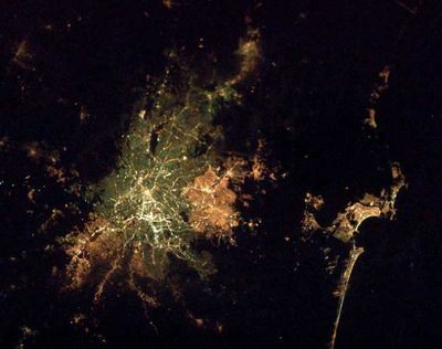 宇宙ステーションから見た世界の大都市の夜景05
