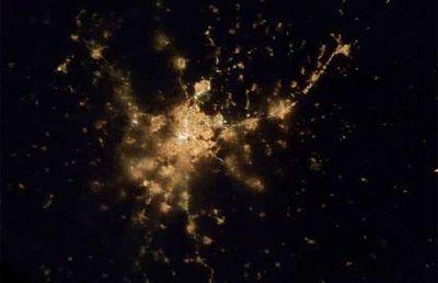宇宙ステーションから見た世界の大都市の夜景10