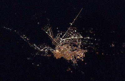 宇宙ステーションから見た世界の大都市の夜景03