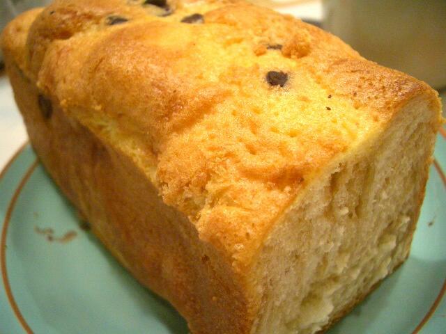 チョコがとっぴんぐ。甘いパン。 これ、もう 買わなーい!