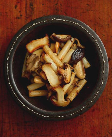 トッポギとキノコのバター醤油炒め(全景)