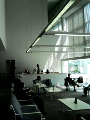 丸亀市猪熊弦一郎現代美術館図書館