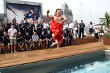 クリスチャン・ホーナー、「全裸」でプールにジャンプ002