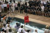 クリスチャン・ホーナー、「全裸」でプールにジャンプ004