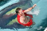 クリスチャン・ホーナー、「全裸」でプールにジャンプ005