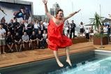 クリスチャン・ホーナー、「全裸」でプールにジャンプ003