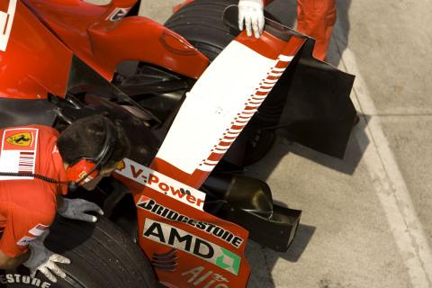 フェラーリF2008:非対称リア・ウィング