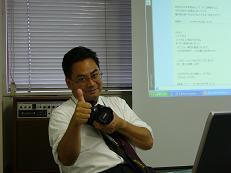 加藤先生らしいポーズ!