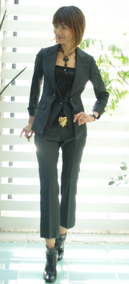 グレーのスーツ クロップトパンツ