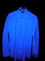 青白く光ったシャツ.jpgト