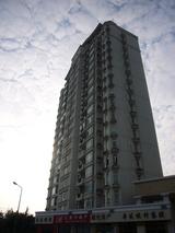 上海では低い17階建ビル.JPG