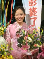 比嘉愛未 NHK朝ドラ「どんど晴れ」が涙のクランクアップ